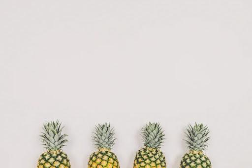 4つのパイナップル